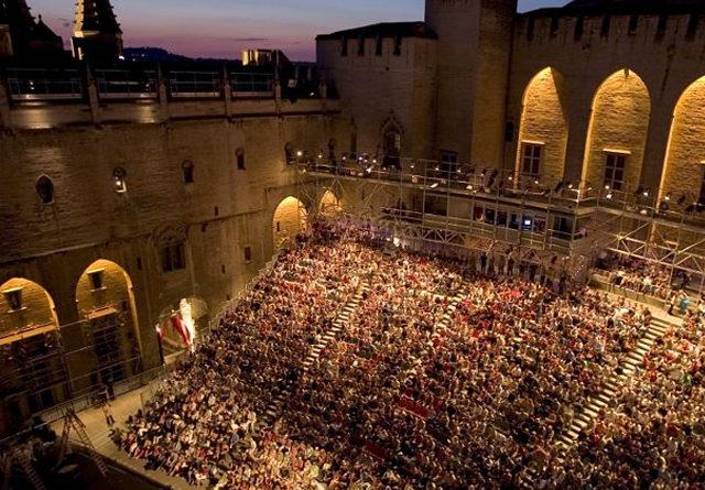 Il Festival di Avignone cerca giovani artisti